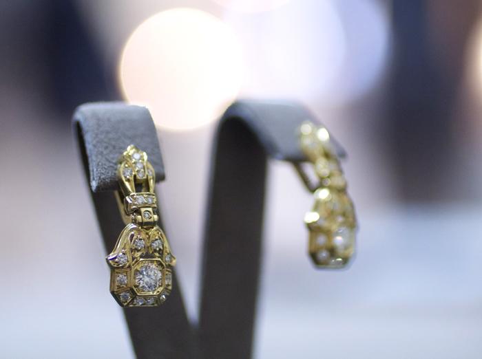 Diamond earrings in 18k gold