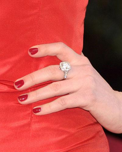 Anne Hathaway 2011 Oscars