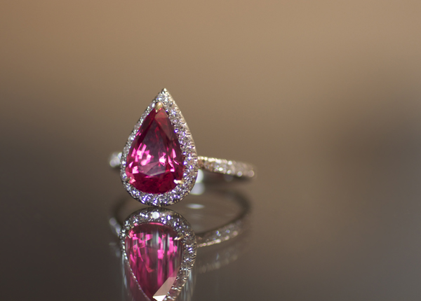 Spinel diamond ring