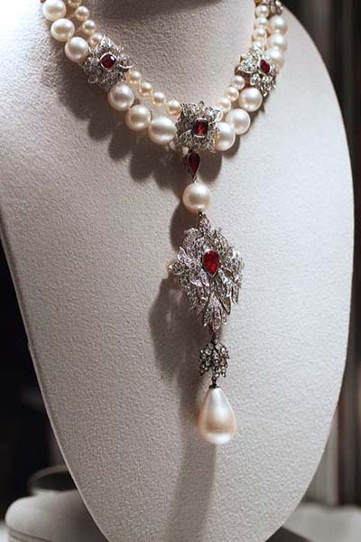 The Creation Of Elizabeth Taylor S Jewelry For Lifetime S