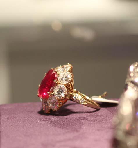 Elizabeth Taylor Jewelry Exhibition Ruby Diamond Ring Van Cleef