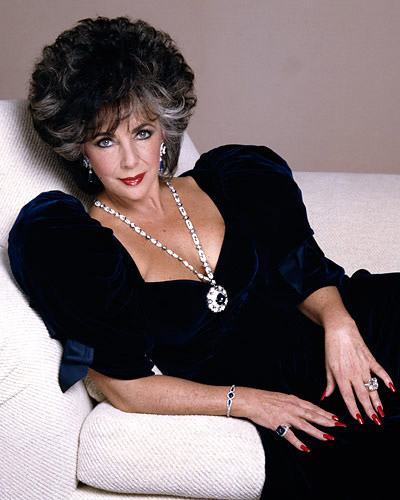 Elizabeth Taylor wearing the Bulgari Sapphire Sautoir and Trombino Ring