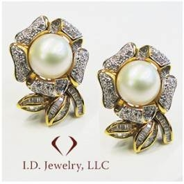 Baguette and round cut flower shape pearl earrings set in 18K yellow gold