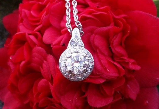 Keelamira's Transitional Diamond Pendant flower shot