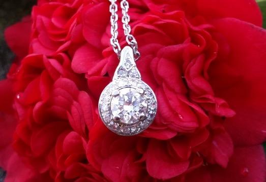 Keelamira's Transitional Diamond Pendant flower shot