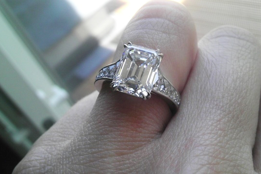 Elle Macpherson S Engagement Ring Inspires An Ode To