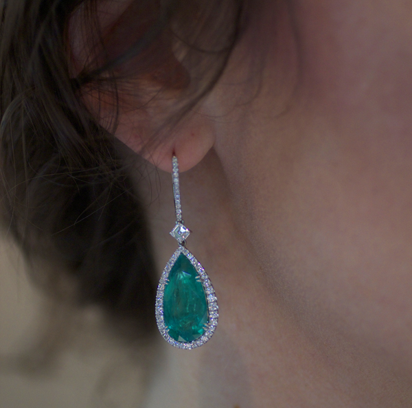 Omi Privé Colombian emerald and diamond earrings