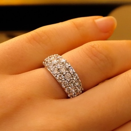 Pairaffair's 2.5 ctw 3 row Platinum Diamond Band hand view