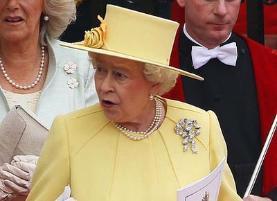 Queen Elizabeth II wearing Queen Mary's True Lover's Knot Brooch