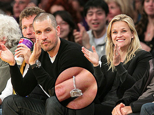 Reese Witherspoon and Jim Toth engagement ring