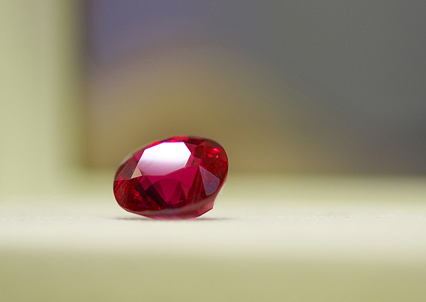 10-carat cushion-cut unheated Burmese ruby from A. Hakimi & Sons: Photo © Erika Winters