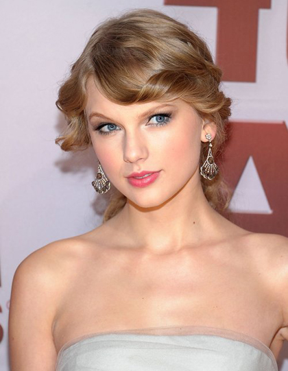 Entertainer of the Year, Taylor Swift at the 2011 CMA Awards