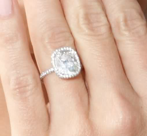 Molly Sims Engagement Ring Size