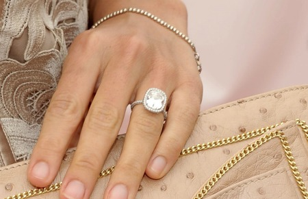 Molly Sims engagement ring replica