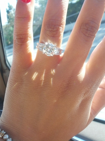 how to make your engagement ring look bigger in pictures