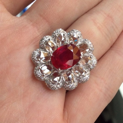 Ruby and diamond ring - image by yueyechuyan
