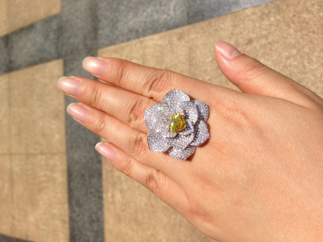 Floral diamond ring with vivid yellow diamond - image by yueyechuyan