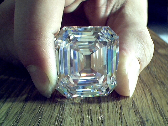 Продаю бриллианты с алмазной биржи Антверпена, принимаю заказы на крупные бриллианты от 5 карат до 20 карат, срок