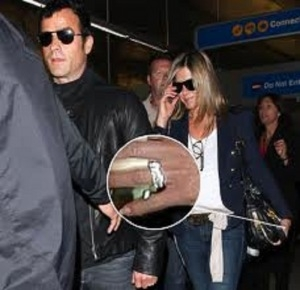 jennifer-aniston-engagement-ring-from-justin-theroux.jpg