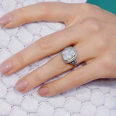 jessica-biel-engagement-ring-close-up-450.jpg