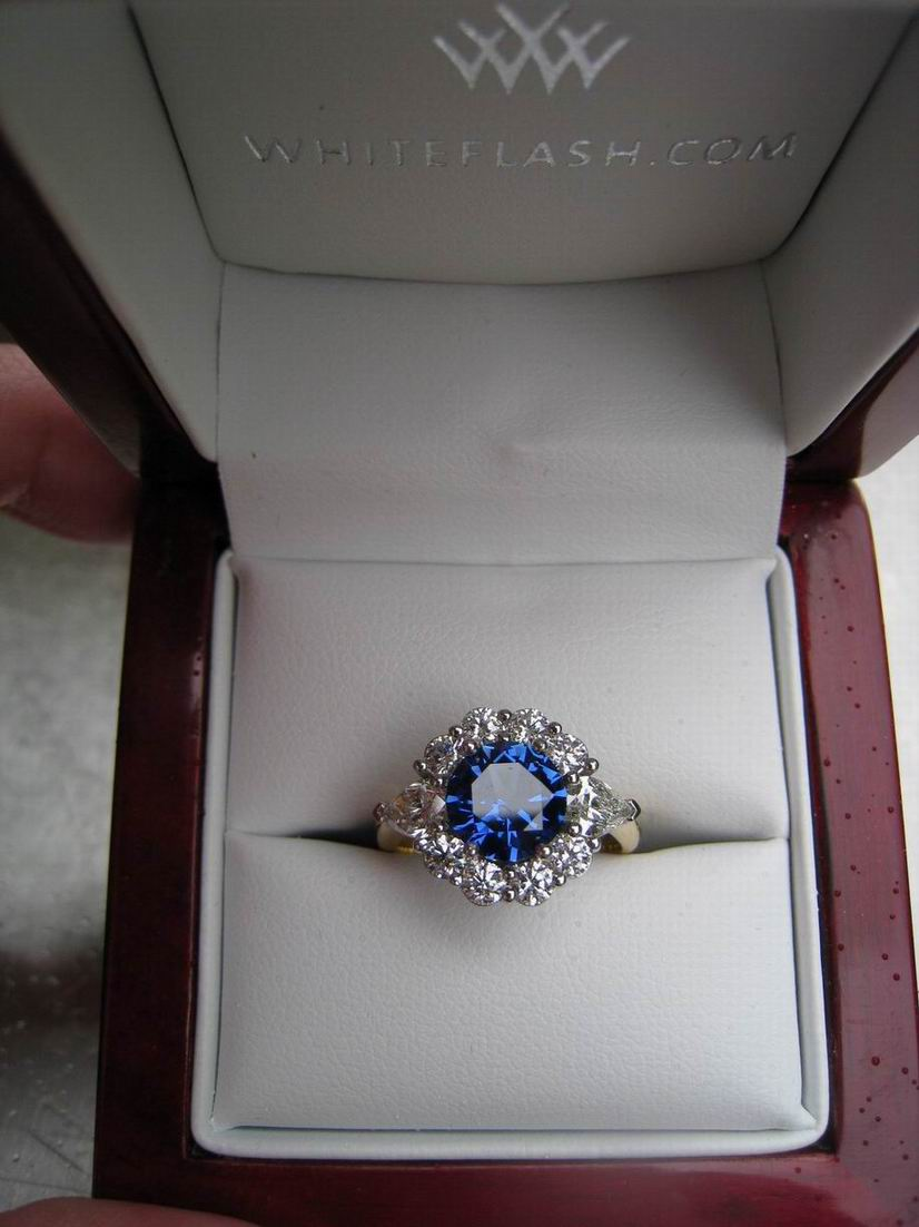 what size diamonds for this halo surrounding 2ct cushion