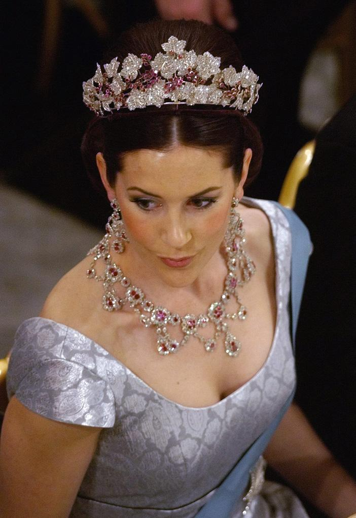 Royal Jewels of the World Message Board: Re: Crown ...