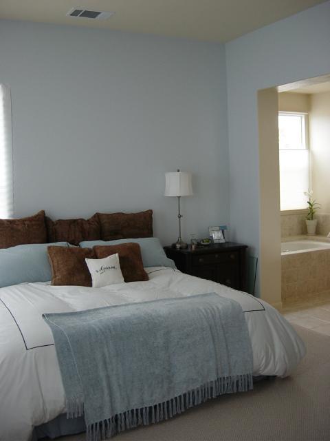 Bedroom decor bedroom decorations bedroom decor ideas for Blue master bedroom ideas