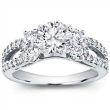 Round and Pave-Set Engagement Setting | Adiamor
