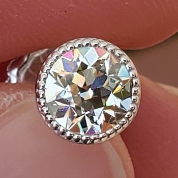 Seriously HOT Diamond Studs