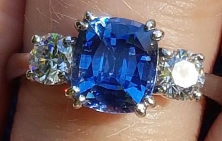 Stunning Sapphire Diamond 3 stone