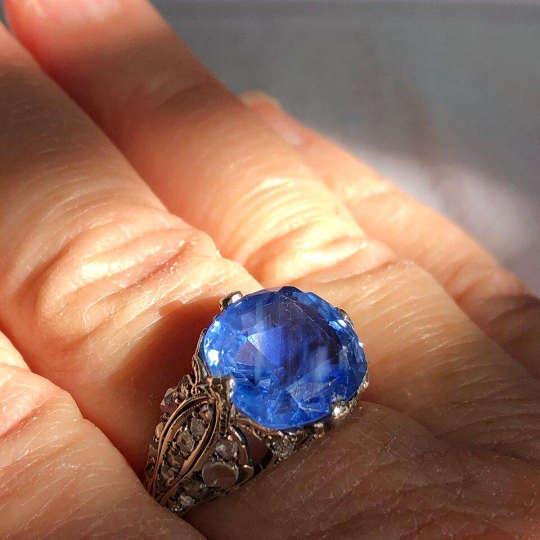 September Birthstone 2020: Blue Sapphire
