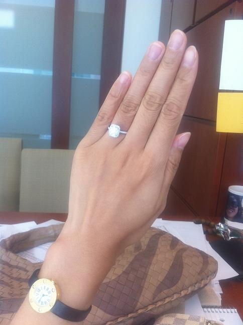 Front view of PriceScope Member kikidoe's Harry Winston halo diamond engagement ring.
