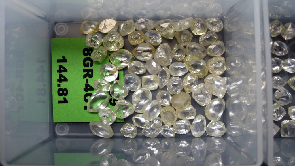 Diamond 4Cs: Parcel of rough diamonds