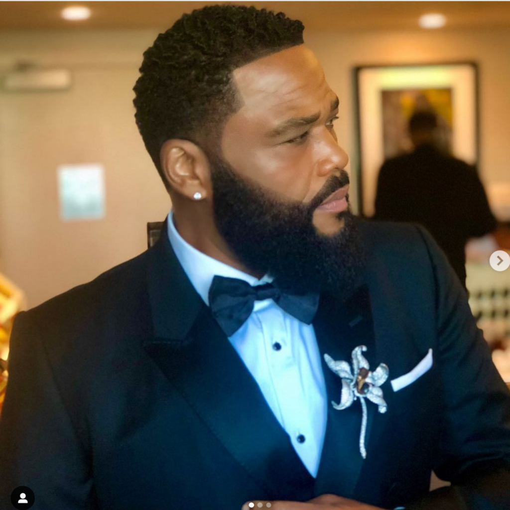 Golden Globes 2021 Jewelry Anthony Anderson in Chopard pin