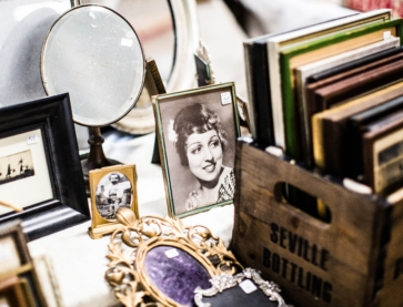 Flea market shopping Photo by Charisse Kenion on Unsplash