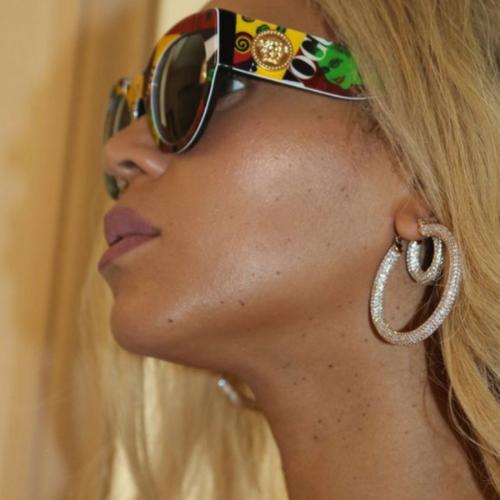 Beyoncé in the Luv AJ Pavé Amalfi Hoops.