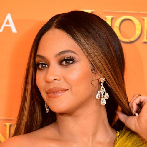 Beyoncé in a pair of yellow diamond chandelier earrings.